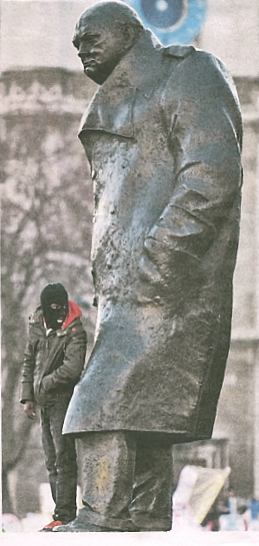 Statue of Churchill with 'student'